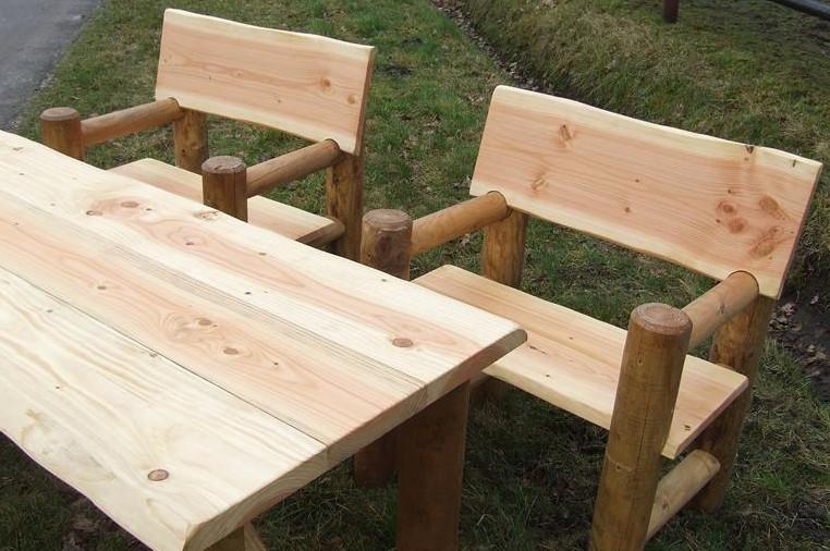 2 stoelen en tafel